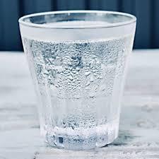 コップに水滴.jpg