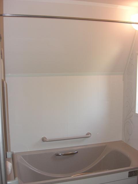 斜め天井の浴室をリフォーム