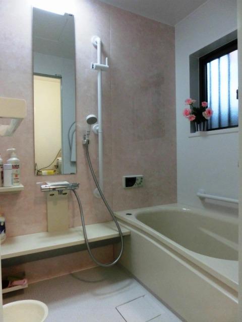 ピンクコーディネートの可愛いお風呂
