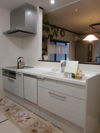 アルベロホワイト柄のキッチン