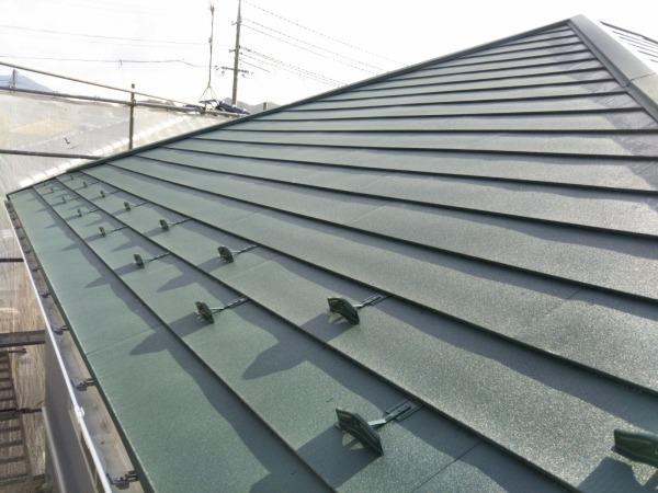 セメント瓦から軽くて丈夫なガルバニウム鋼板屋根に